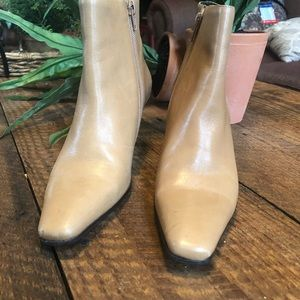 Etienne Aigner ankle boot 5.5